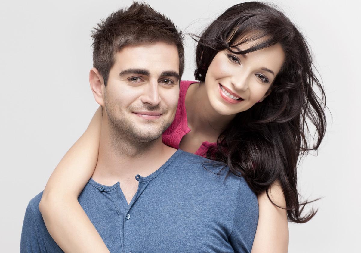 Мужчина и женщина с прическами